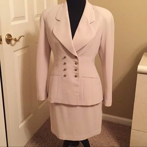 Crepe cream double breasted suit.